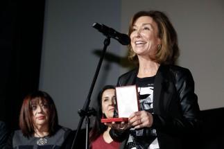 Yolanda Flores, presentadora de De Película, agradece su Medalla.